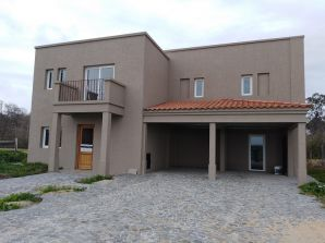 venta - Abril, casa sobre espectacular lote al golf